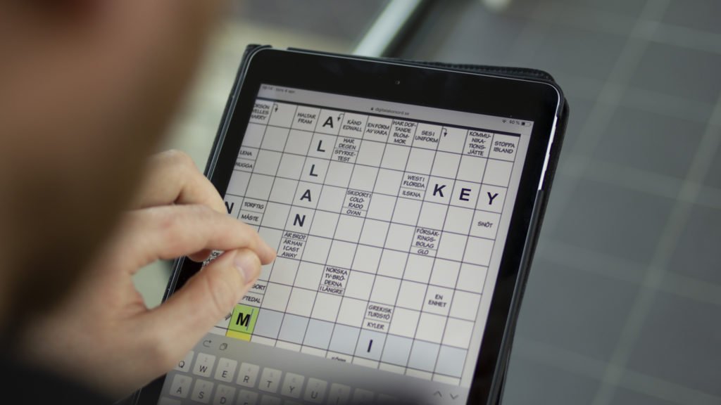 Solves crossword puzzles on an Ipad.